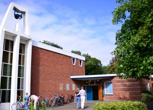 Kerkgebouw-zon-bijgesn-8877